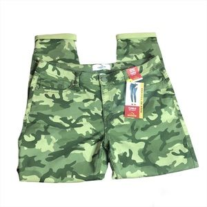 Size 16 Jordache Skinny Mid Rise Camouflage Pants